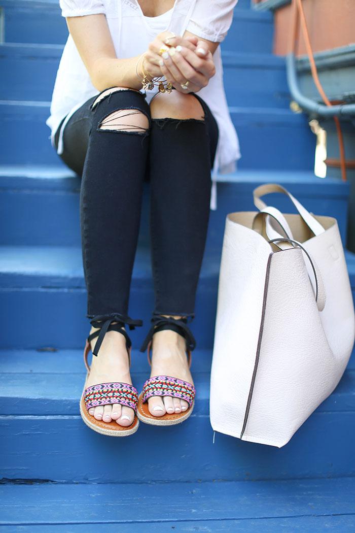LittleMissFearless_jbrand black ripped skinny jeans-24