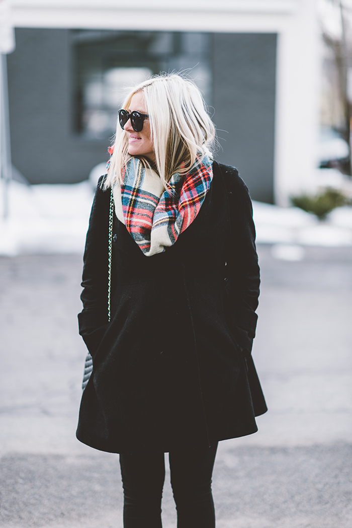 LittleMissFearless_plaid-blanket-scarf-maternity-4