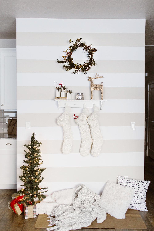 littlemissfearless_wallsneedlove_christmaswall-1