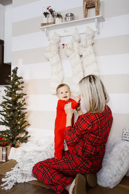 littlemissfearless_wallsneedlove_christmaswall-10