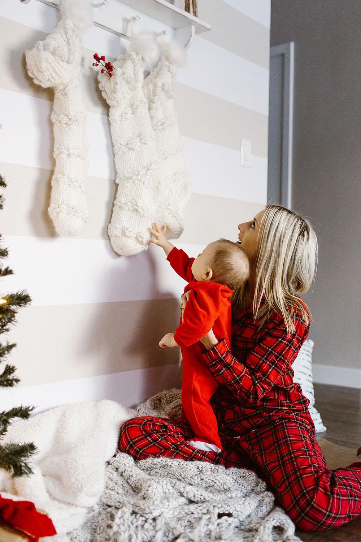 littlemissfearless_wallsneedlove_christmaswall-12