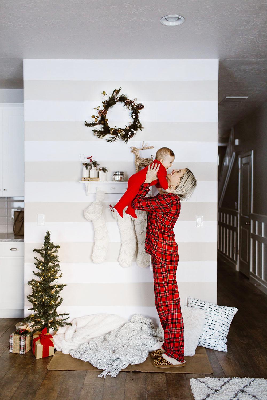 littlemissfearless_wallsneedlove_christmaswall-17