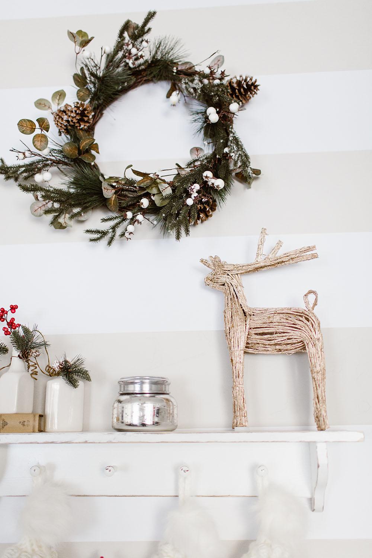 littlemissfearless_wallsneedlove_christmaswall-5