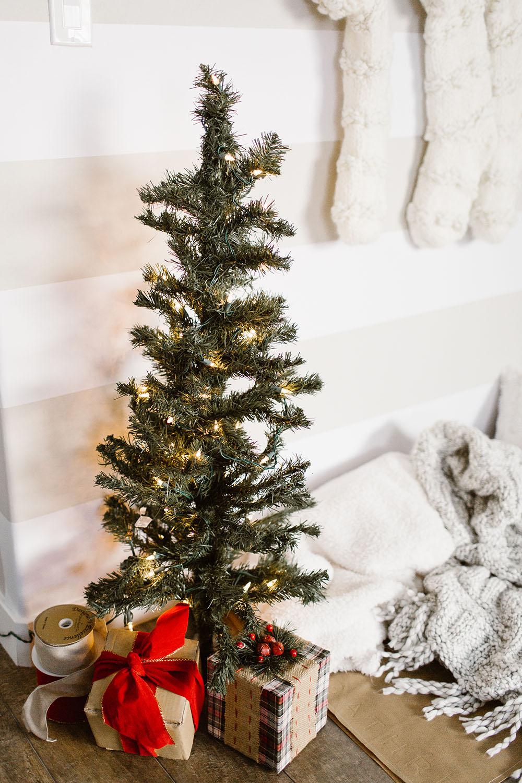 littlemissfearless_wallsneedlove_christmaswall-6
