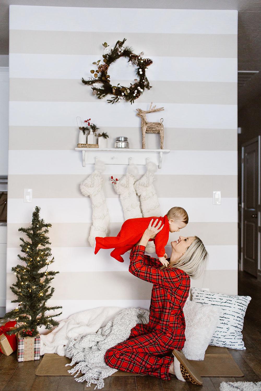 littlemissfearless_wallsneedlove_christmaswall-9