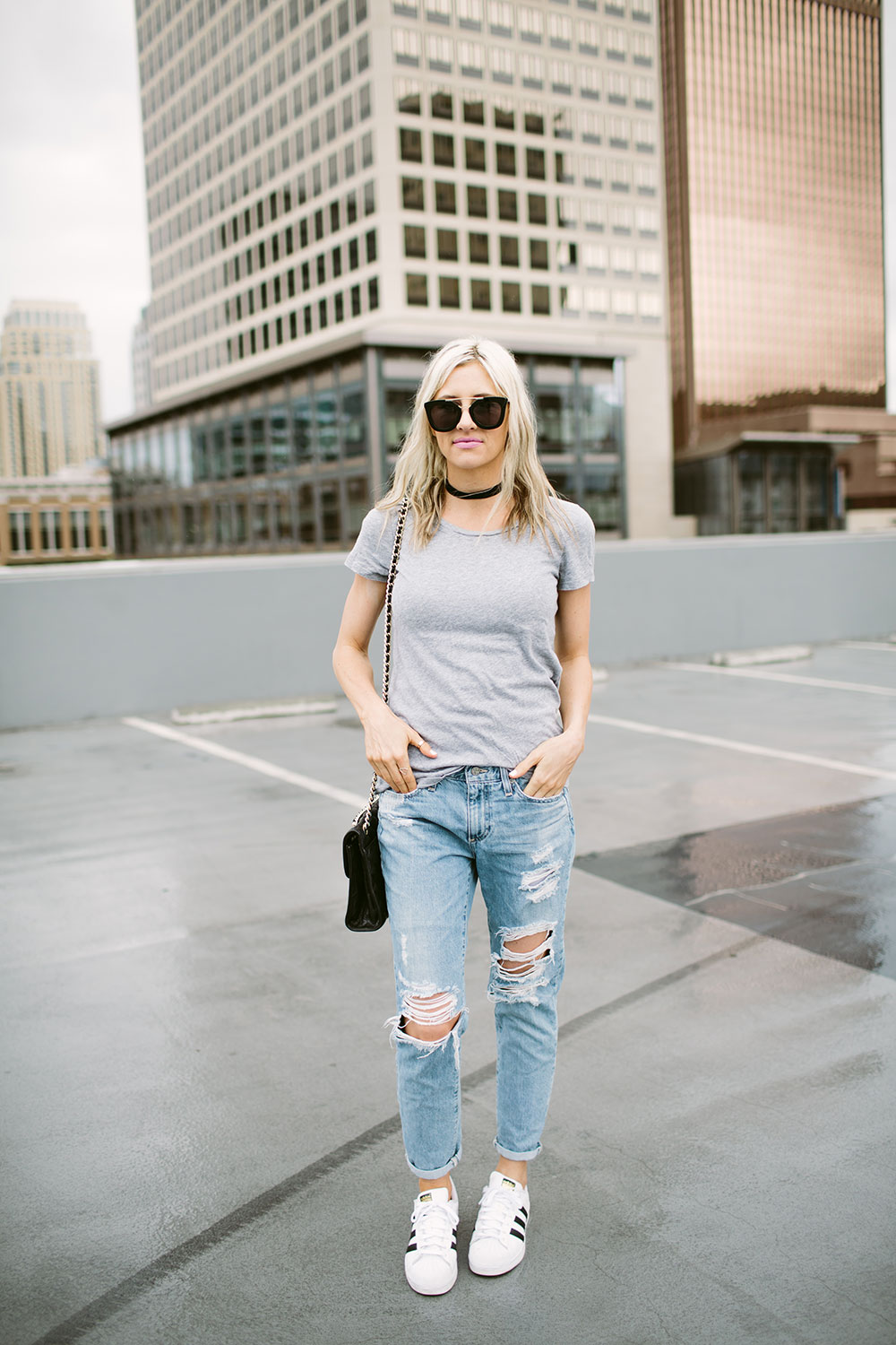 How to get dressed in 5 minutes or less | casual outfit ideas | weekend wear | distressed boyfriend jeans | Little Miss Fearless
