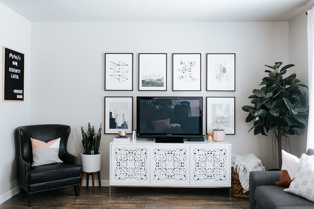 How to design a small living room | living room decor ideas | gallery wall inspiration | minted art styling service | Little Miss Fearless