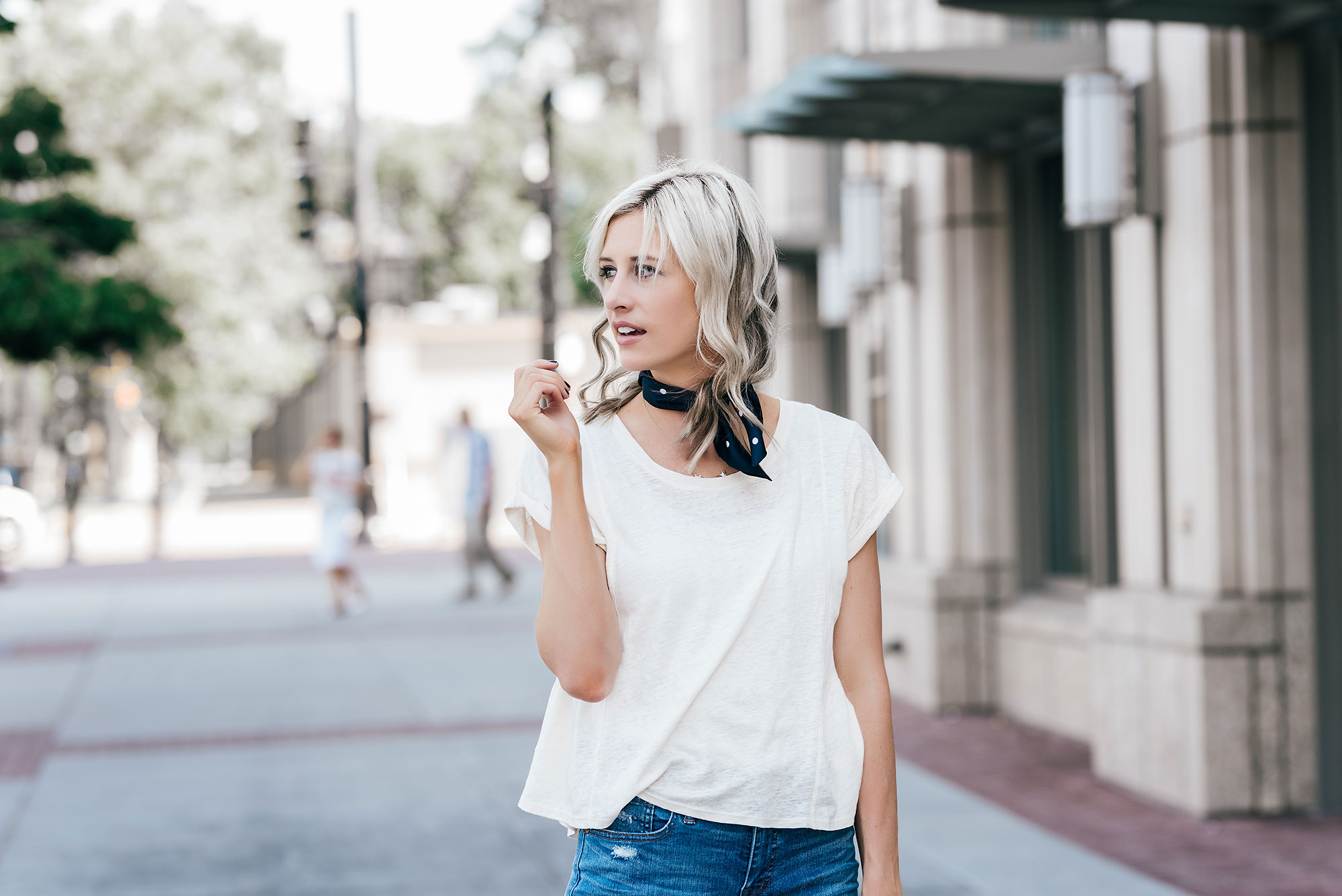 An Easy (and Affordable) Way to Update Your Favorite Basics | How to Wear a Neck Scarf | Transitional fall outfit ideas | Best bags for fall | Best shoes for fall | Little Miss Fearless