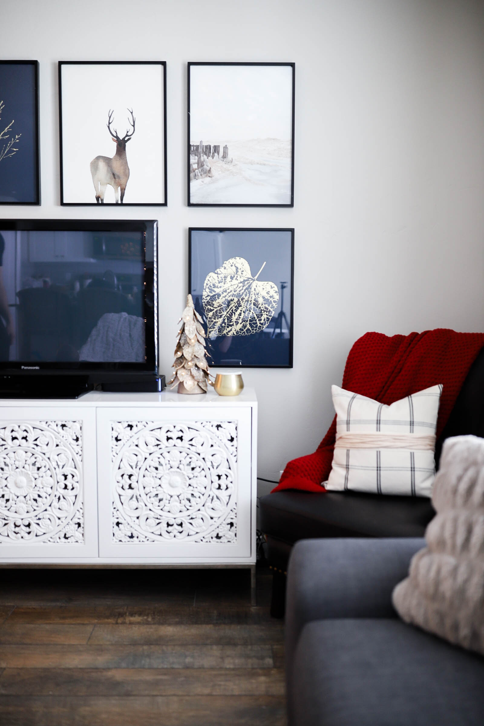 4 Simple Ways to Update Your Home Decor for the Holidays   gallery wall inspiration   minted art styling service   Little Miss Fearless